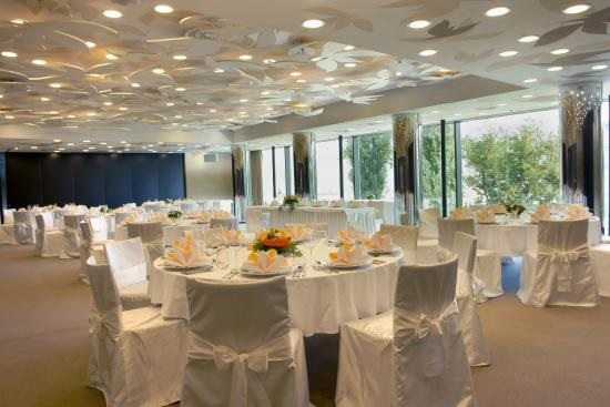 Using a Luxury Hotel's Conference Room for your Wedding
