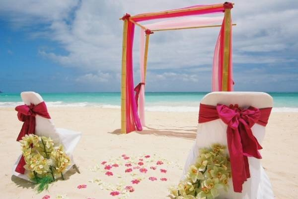 Celebrate Your Intimate Affair In A Glamorous Way At Paradise Island
