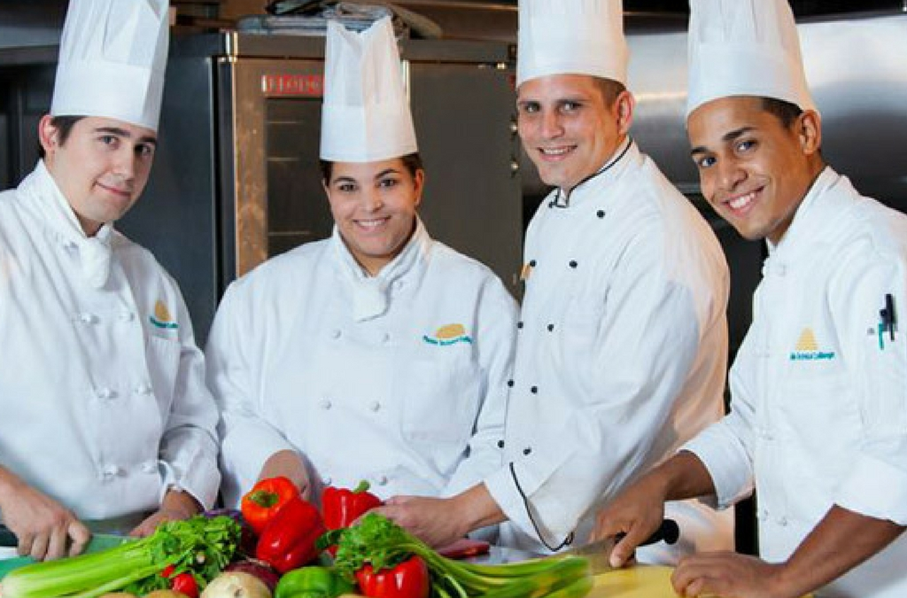 Why you must hire a professional caterer for your wedding in Italy?